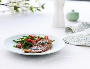saltimbocca-med-hvidvinssauce-og-bonnesalat-med-cherrytomater_1254